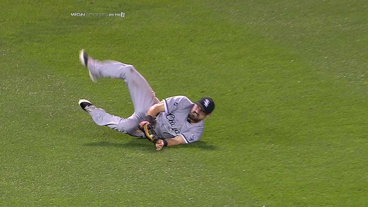 Danks rattled by Twins on rainy night at Target Field