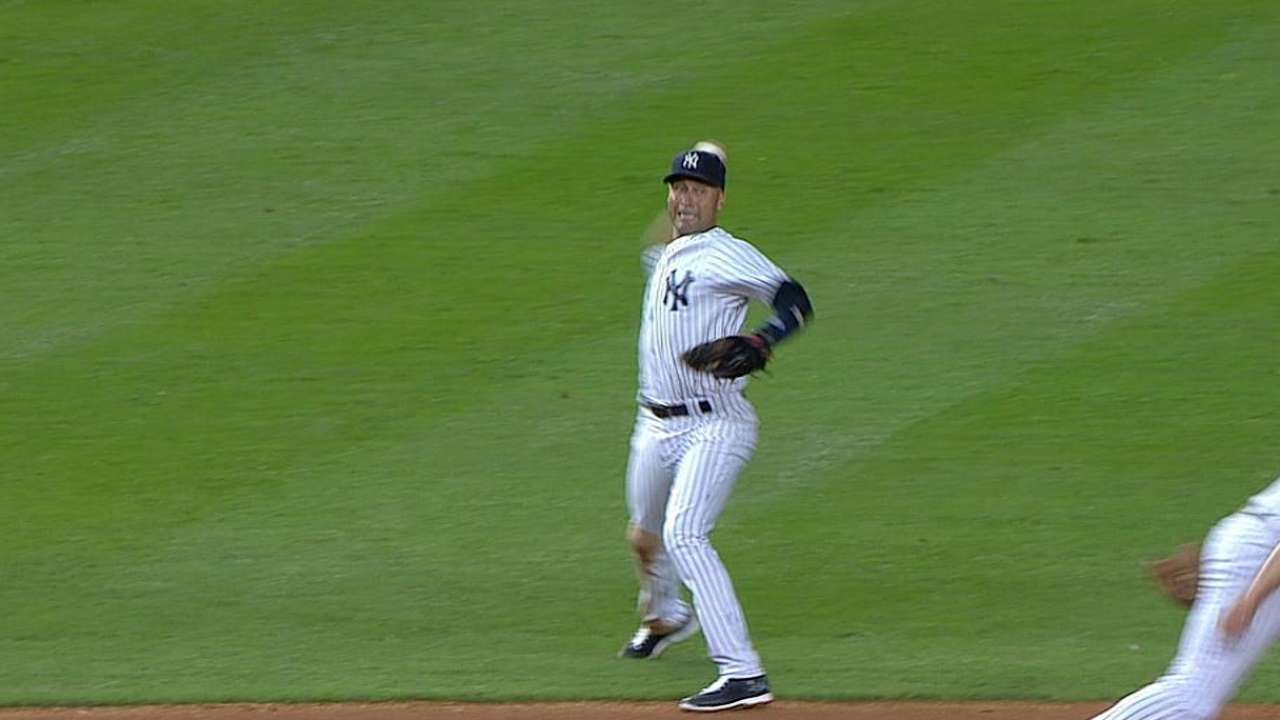 Yanks strike balance between honoring Jeter, winning