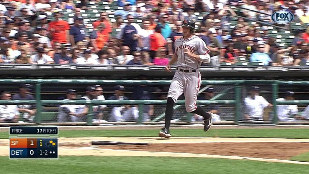 Giants hold off Tigers, keep pace with Dodgers