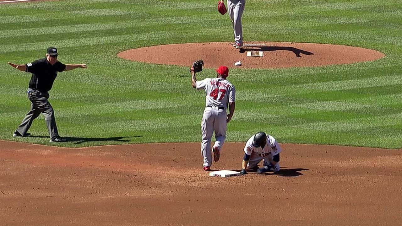 Scioscia challenges pickoff call, play stands vs. Twins