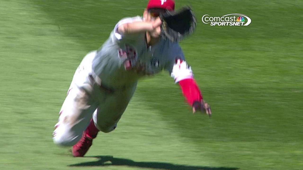 Phils re-sign Sizemore to boost outfield depth