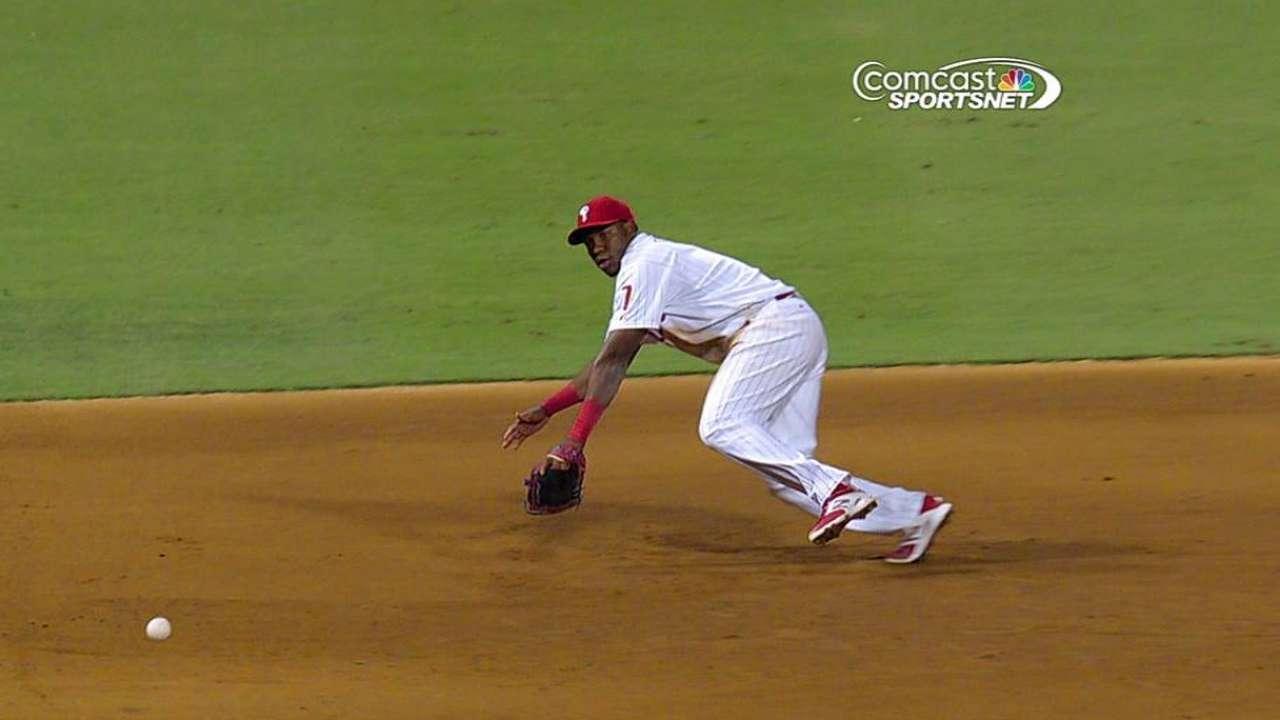 Prospect Franco shows off bat, glove for Phils