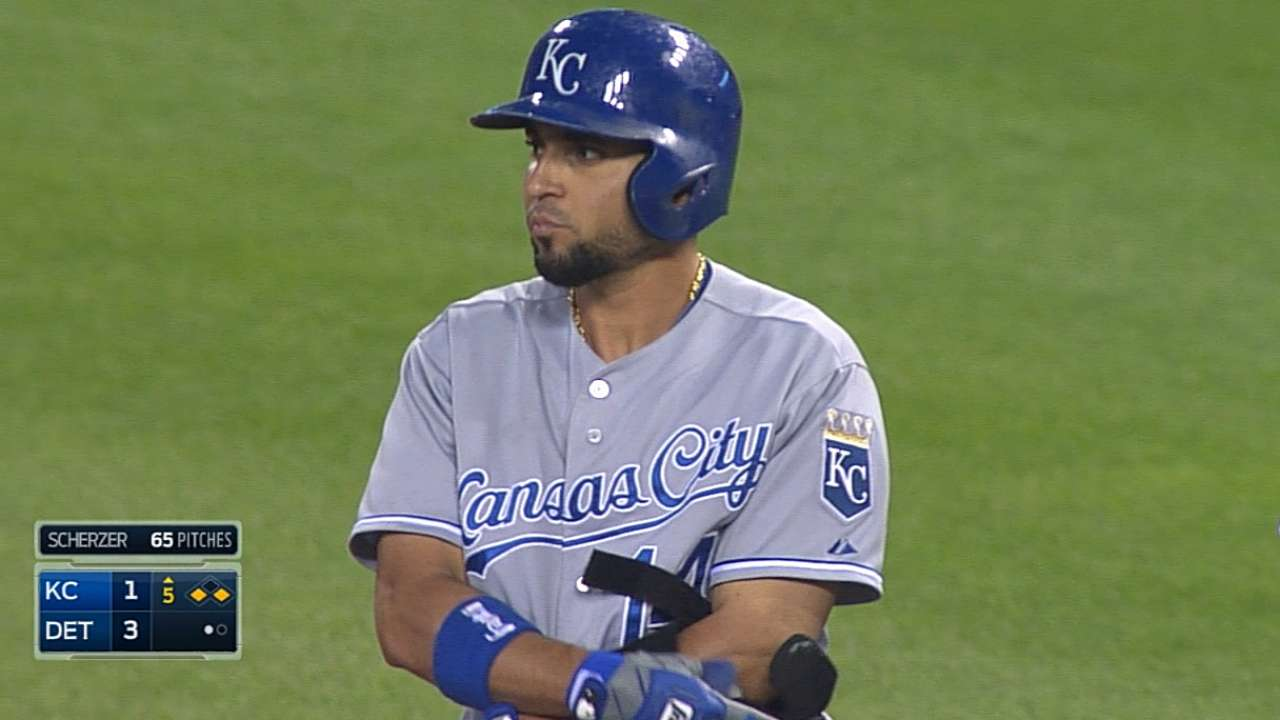 Vargas' bumpy start drops Royals into tie with Tigers