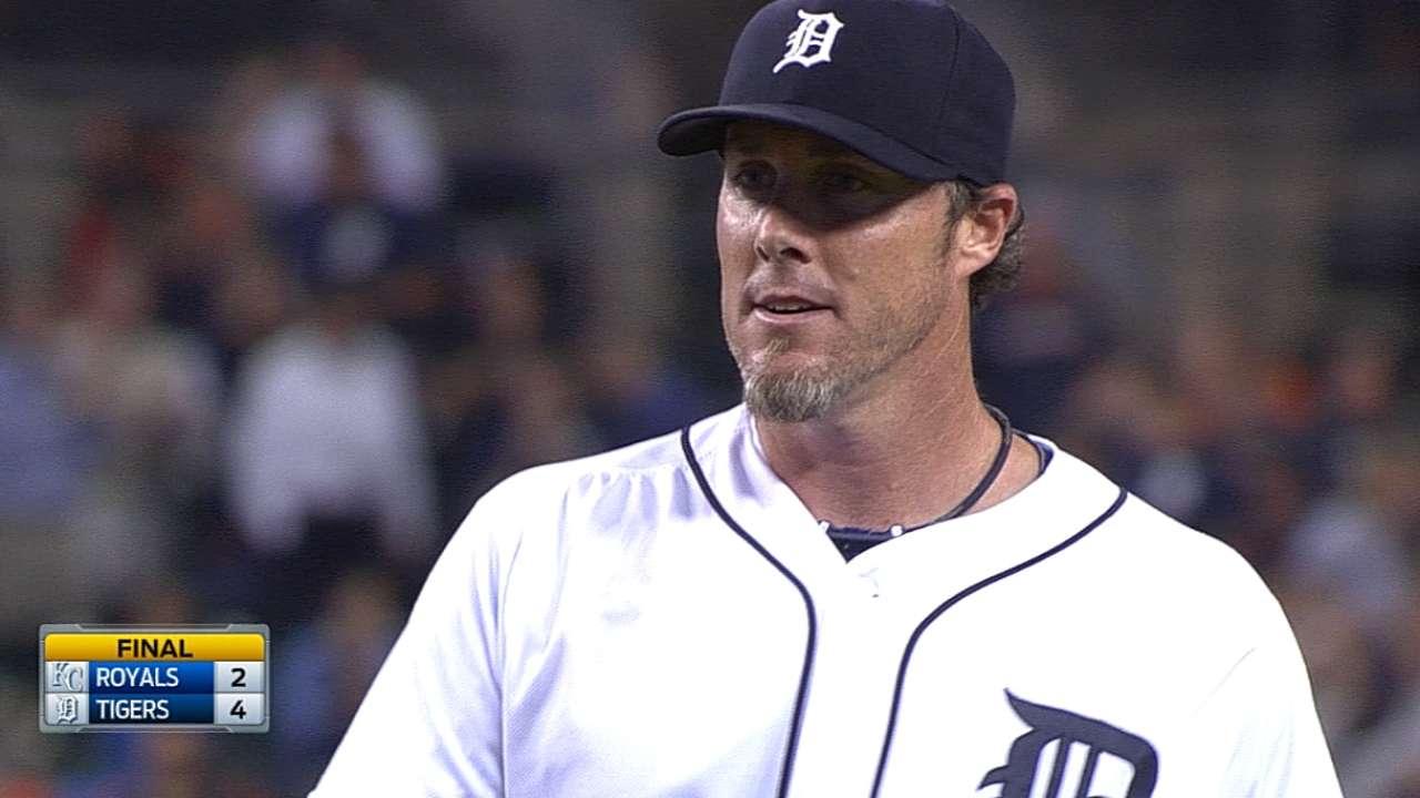 Scherzer deals Tigers into tie with Royals atop Central
