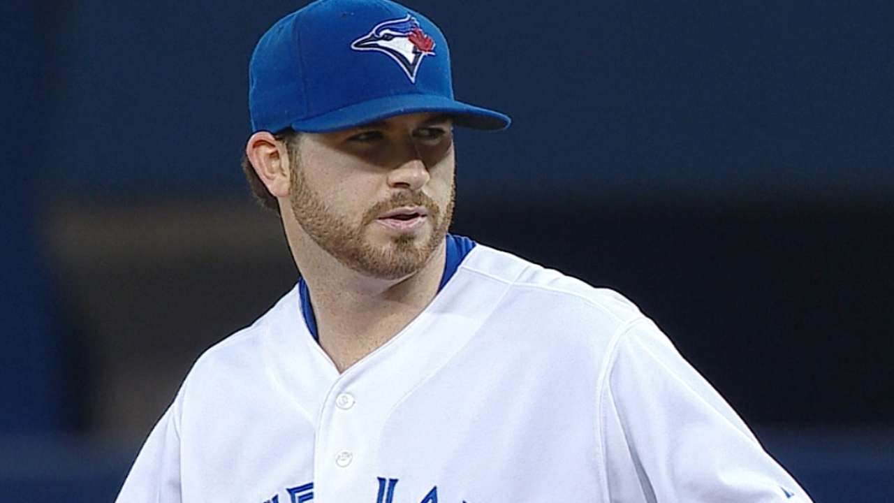 Hutchison fans 10; sweep helps Toronto gain in race