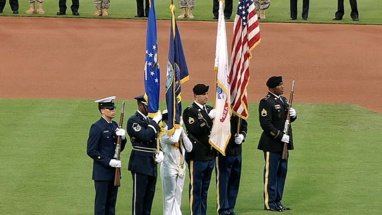 Phillies, Pirates remember Sept. 11 during ceremonies