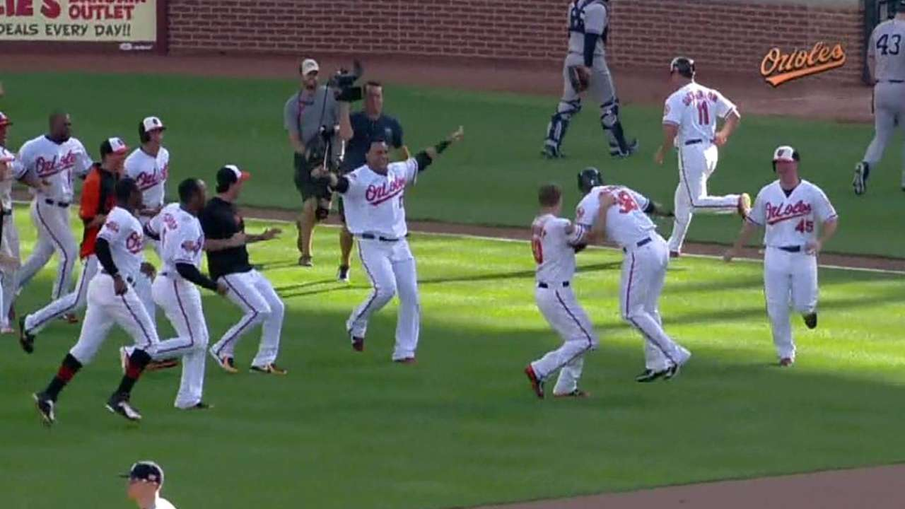 Clutch in a pinch: Paredes lifts O's to Game 1 walk-off
