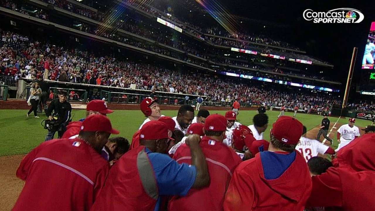 Asche follows duel with walk-off dinger in 10th