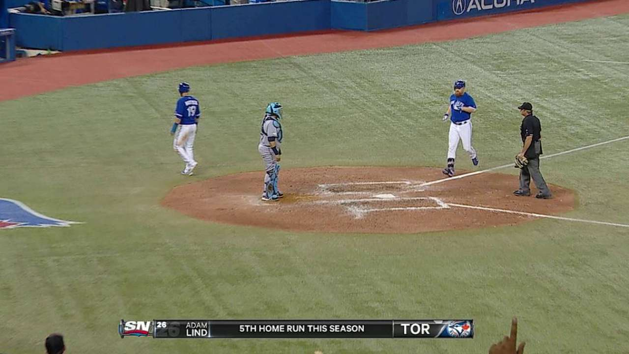 Lind's big swing helps Toronto keep WC in sight
