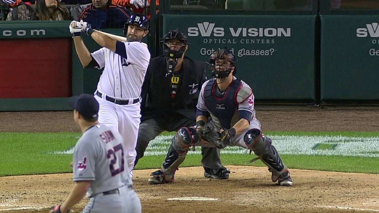 Avila's clutch blast helps Tigers hold division lead