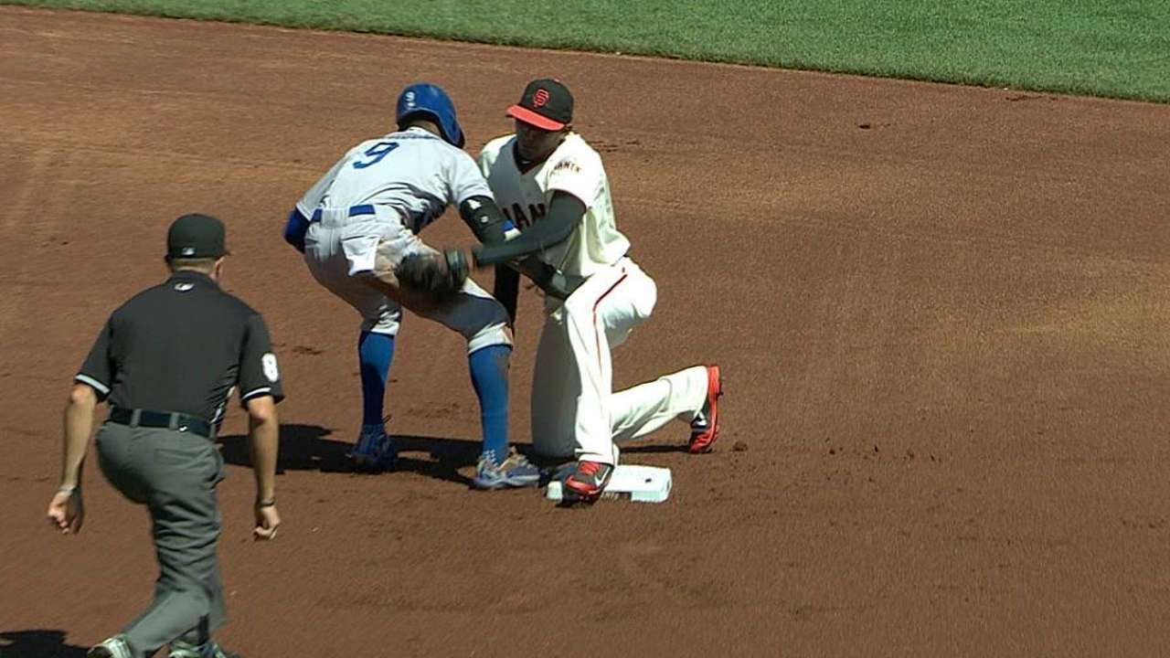 Review overturns Giants' pickoff of Gordon