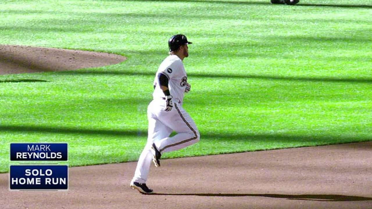 Cardinals sign slugging first baseman Reynolds