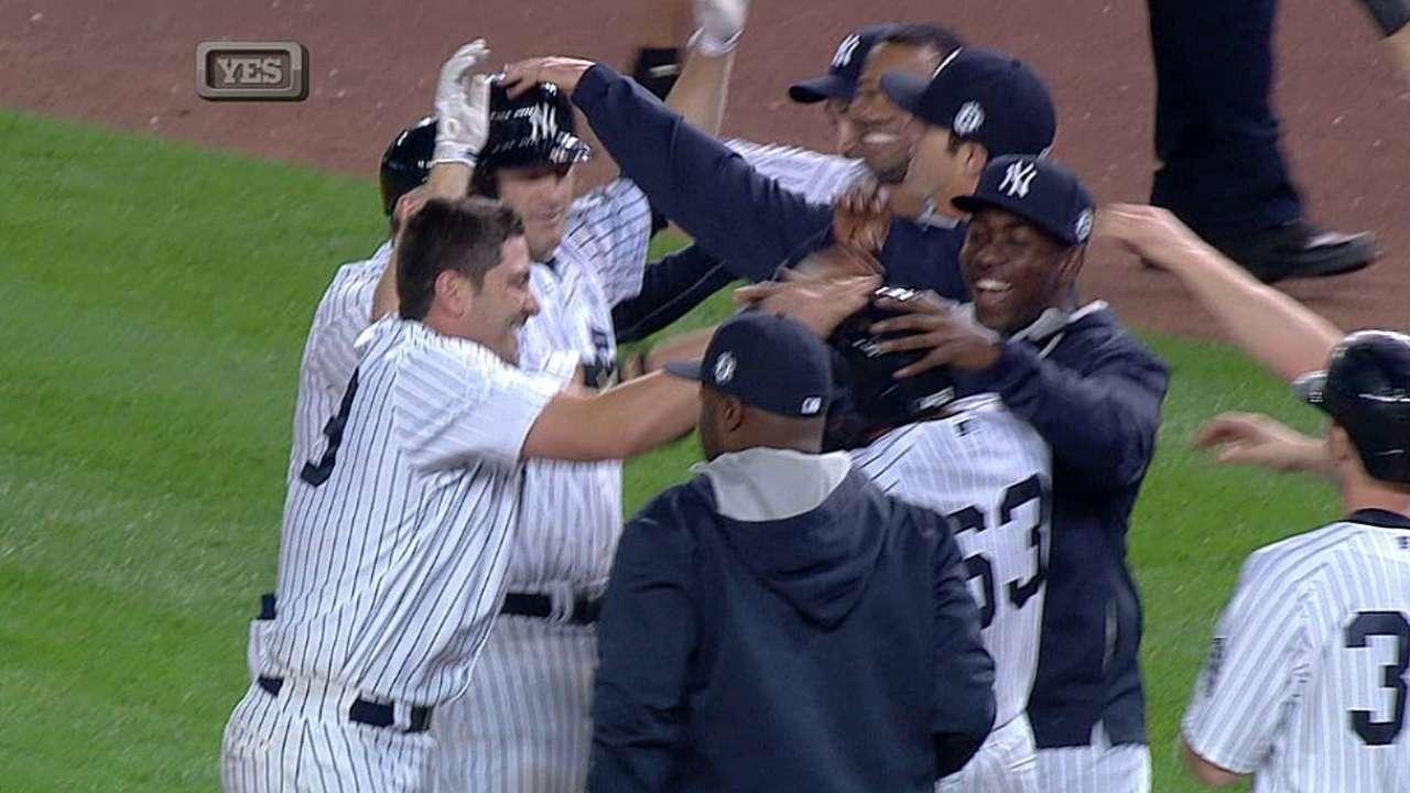 Yankees dejan tendidos a los Azulejos; HR de Jeter