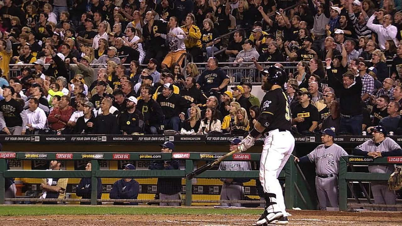 Martin's late blast moves Bucs even closer to playoffs