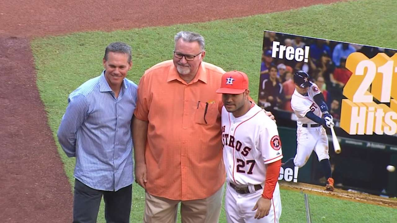 Ceremony for breaking Biggio's hit mark 'means a lot' to Altuve