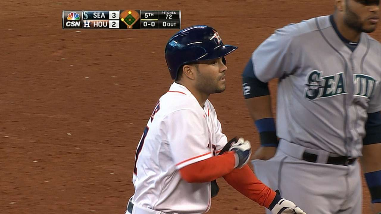 Altuve has most hits by second baseman since '36