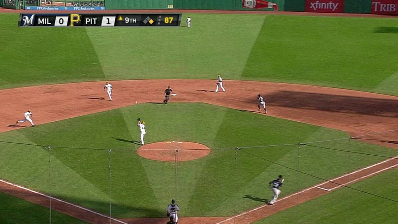 Gomez's baserunning mistake proves costly in ninth