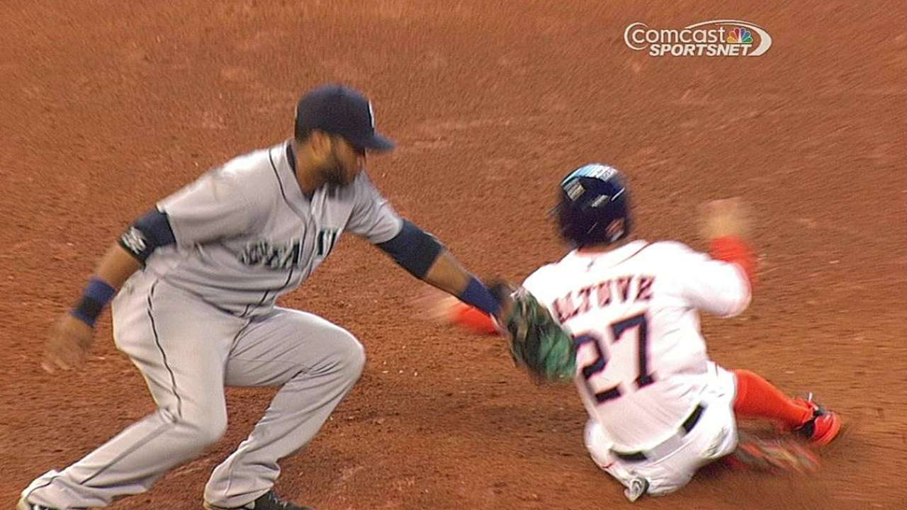 Ruling stands after Astros challenge caught stealing call