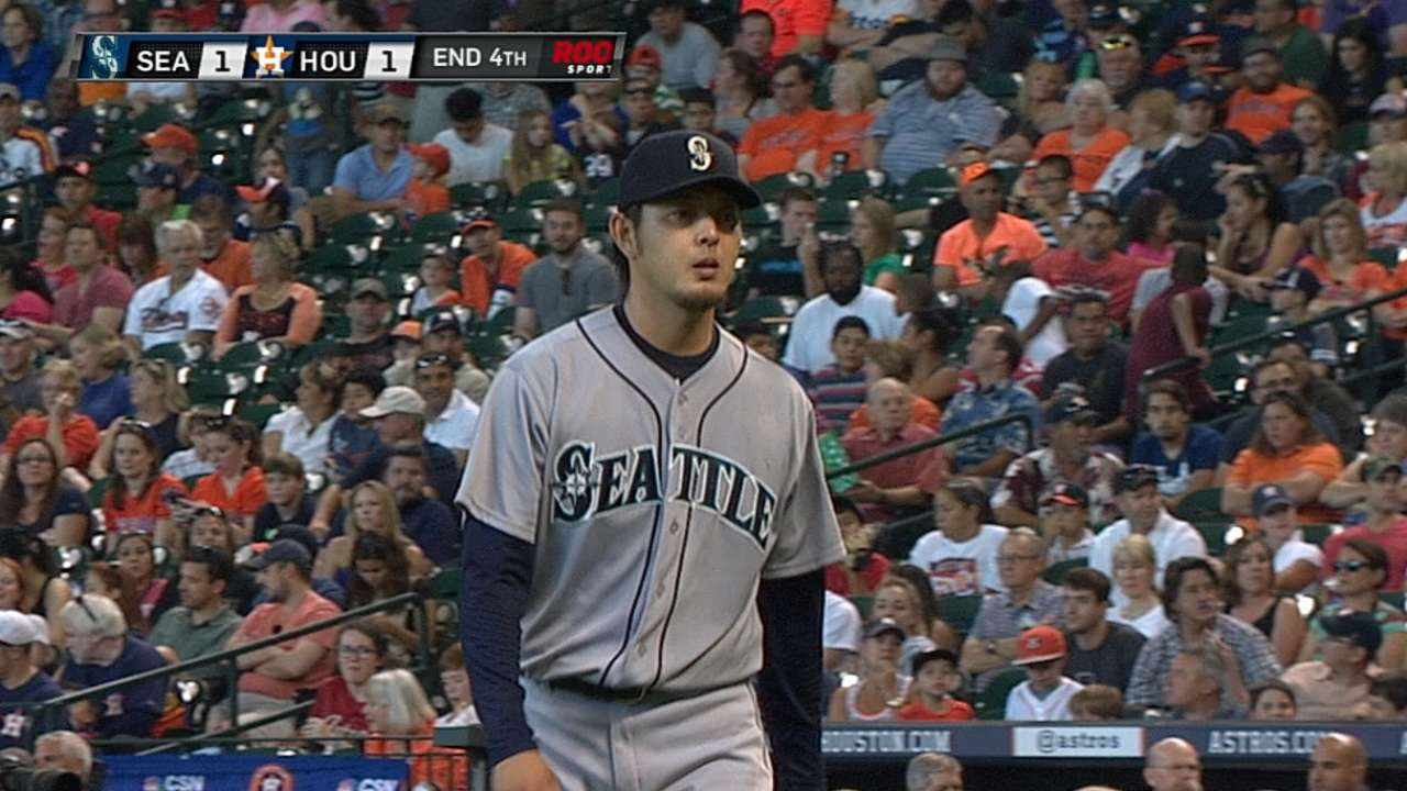 Iwakuma's $7M option for '15 vested by Mariners