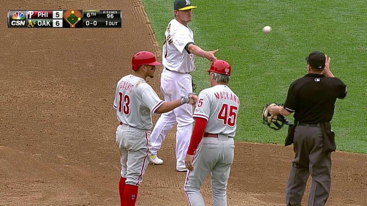 Phillies eye depth options at shortstop, catcher