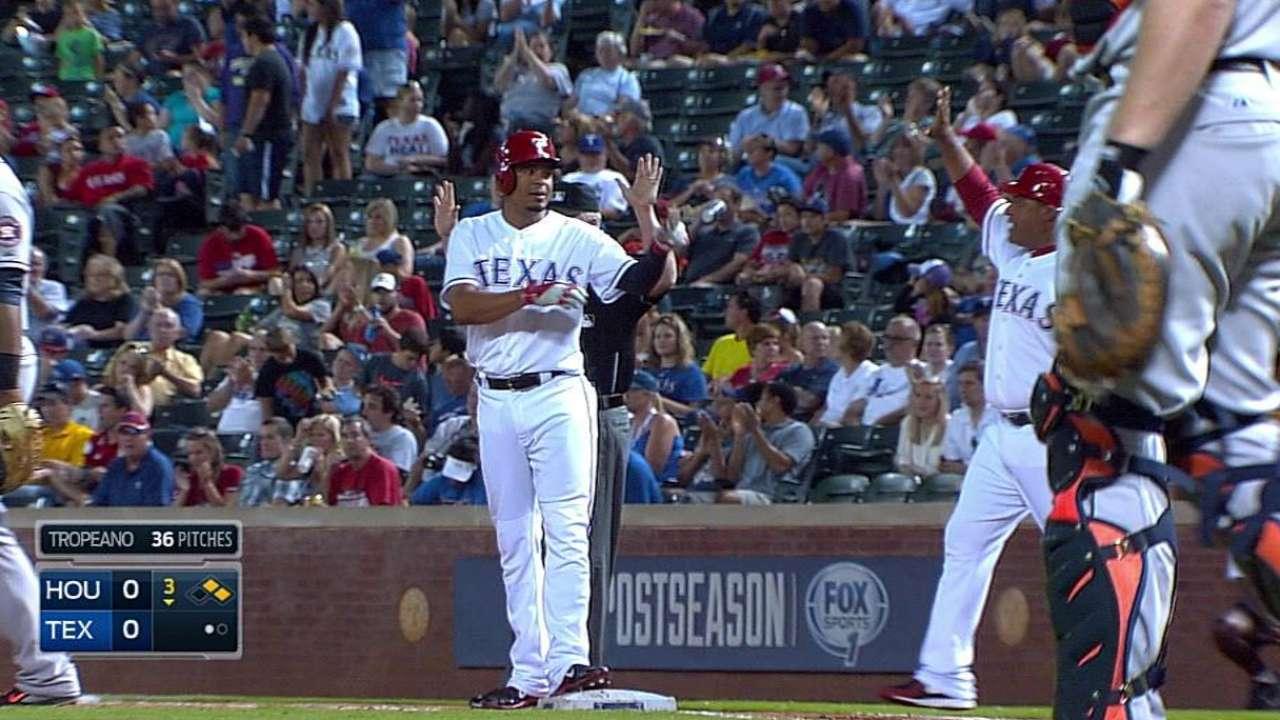 Rangers vencen a Astros detrás de Rodríguez, Odor