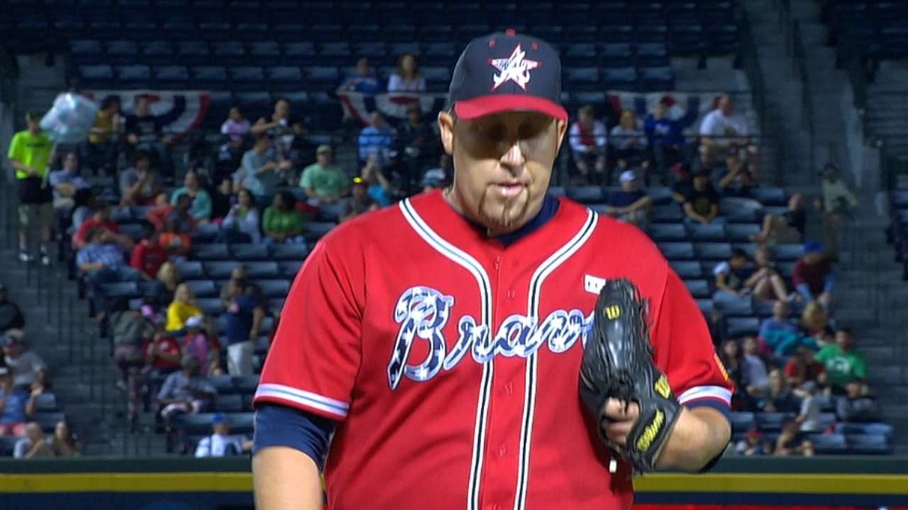 Braves unable to back Harang's strong effort vs. Bucs