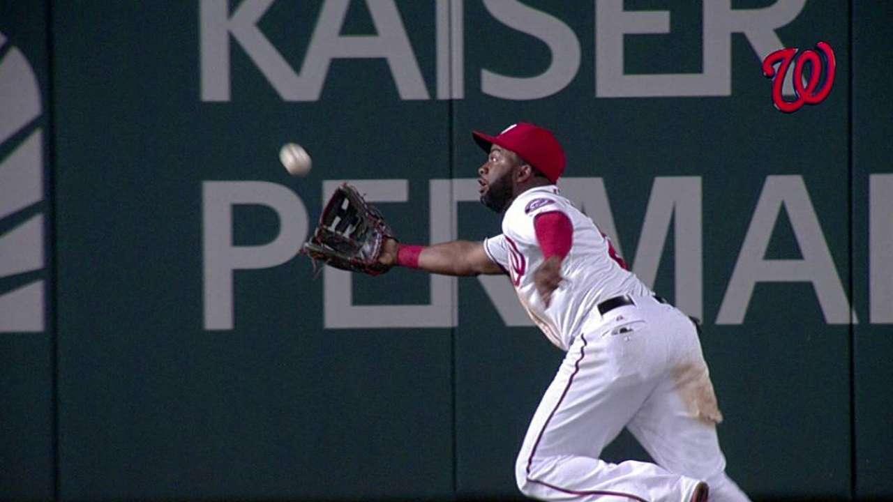Span bangs up knee making tremendous catch