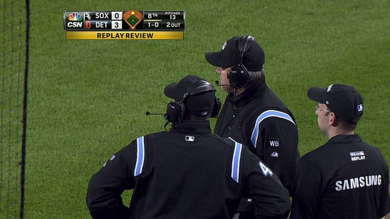Romine's steal stands after White Sox challenge