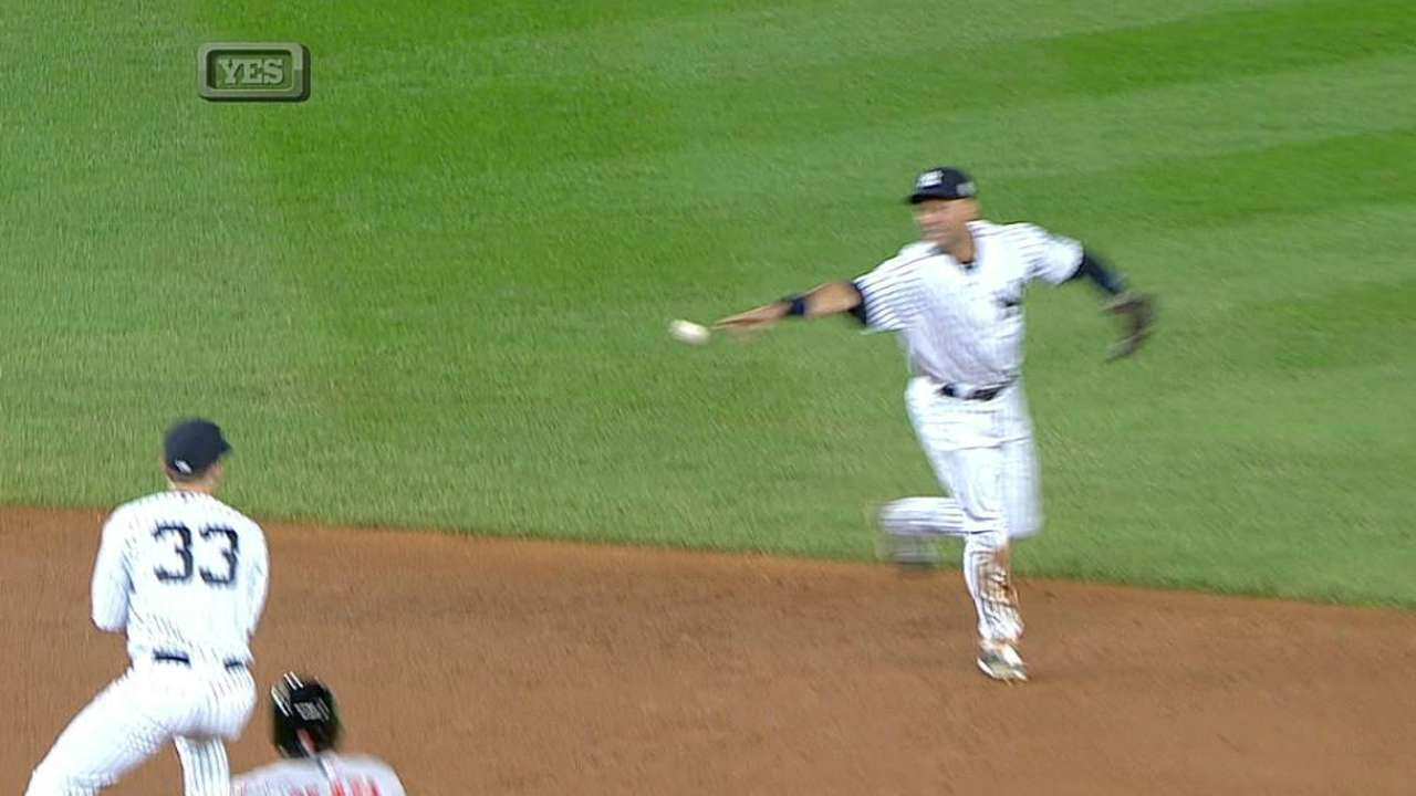 Jeter starts flashy DP as Yanks win challenge