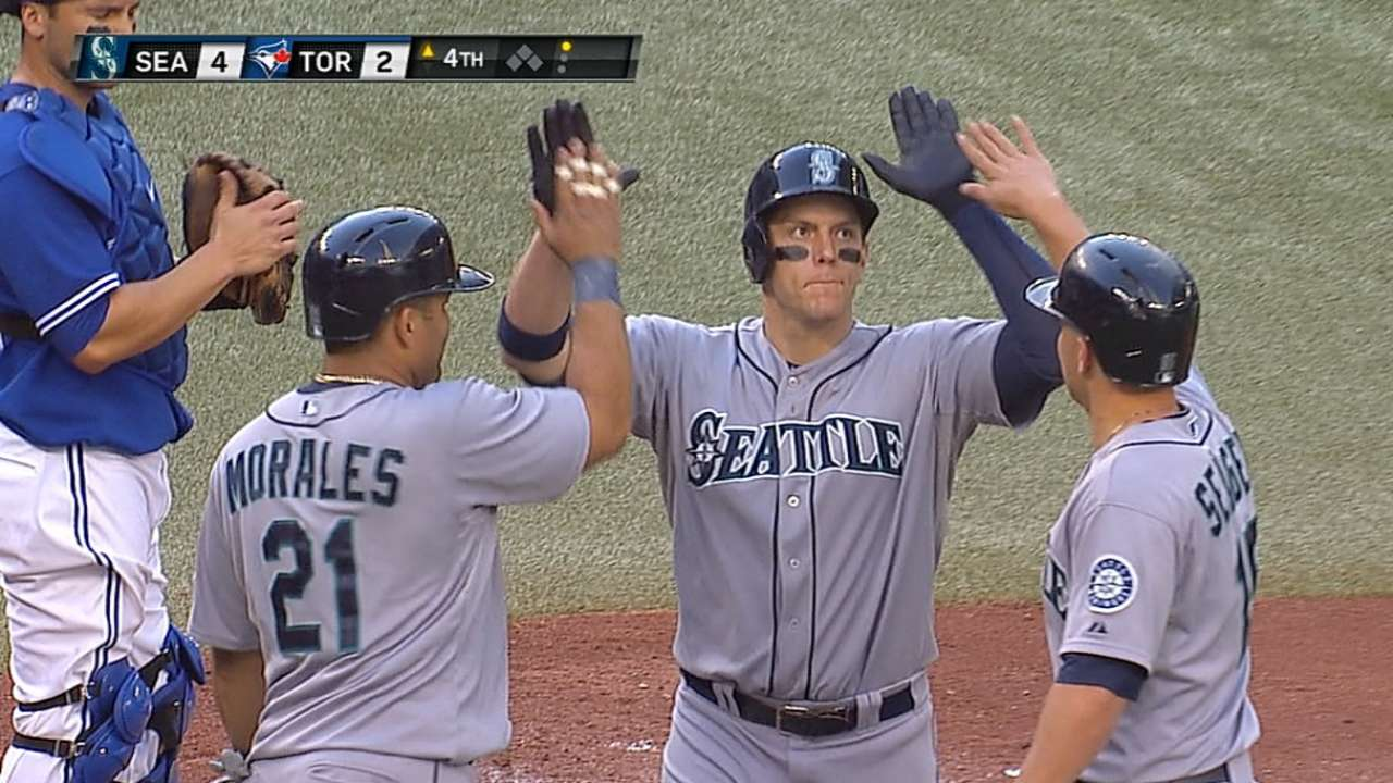 LoMo's two blasts keep Mariners' playoff hopes alive