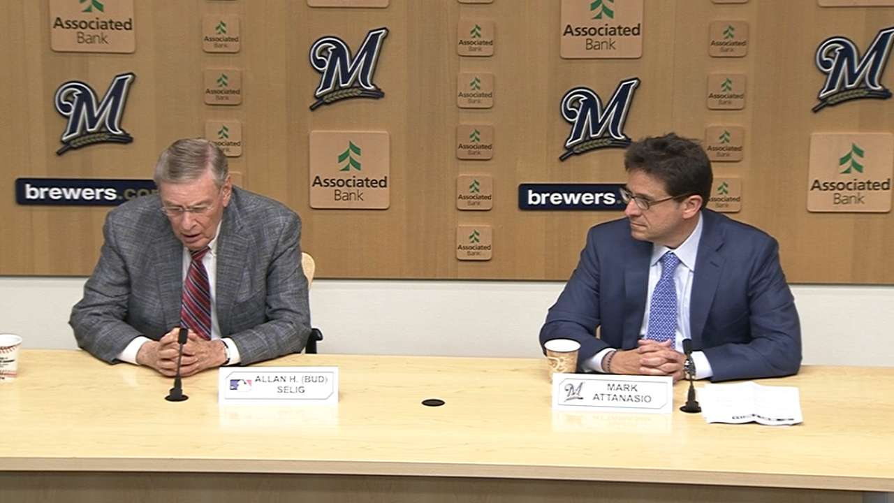 Brewers to honor Selig by retiring uniform No. 1