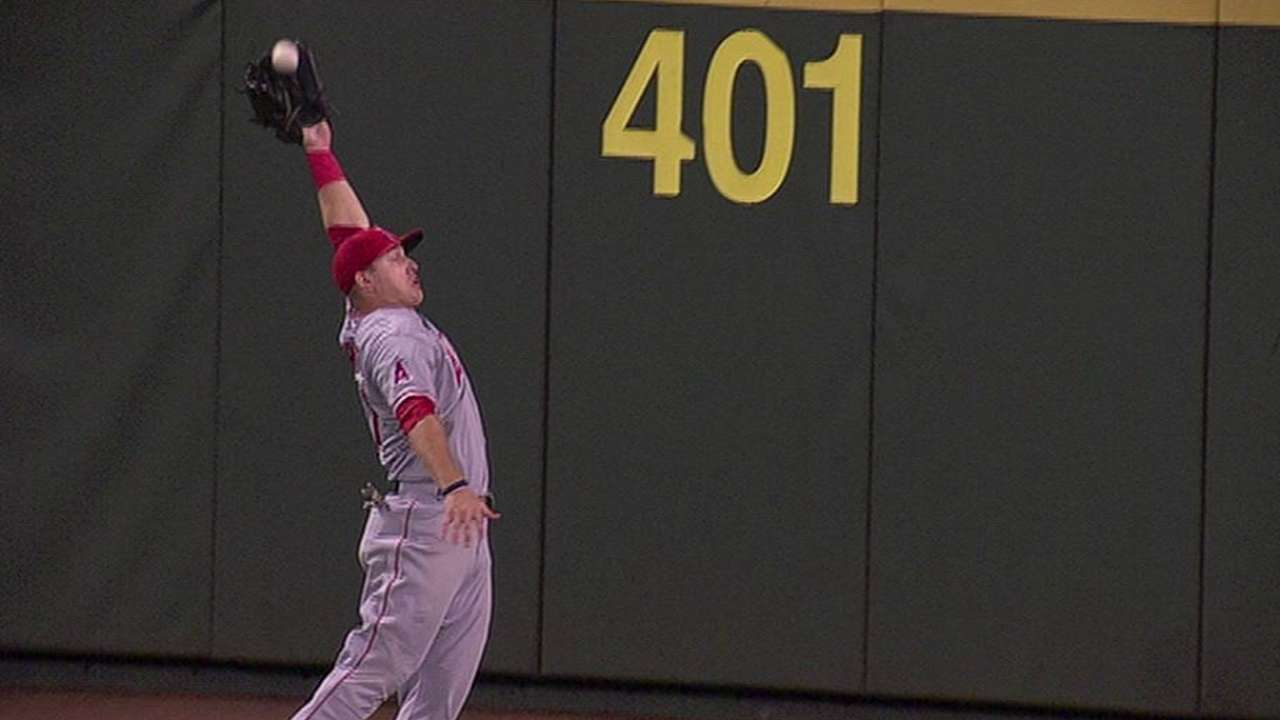 Trout stuns ex-Angel Morales with sick catch
