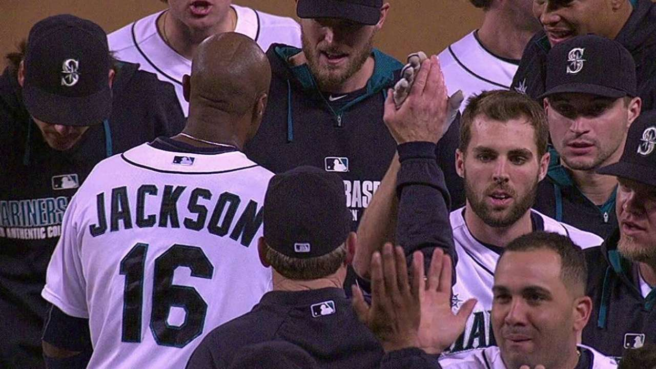 Mariners keep dream alive with walk-off win