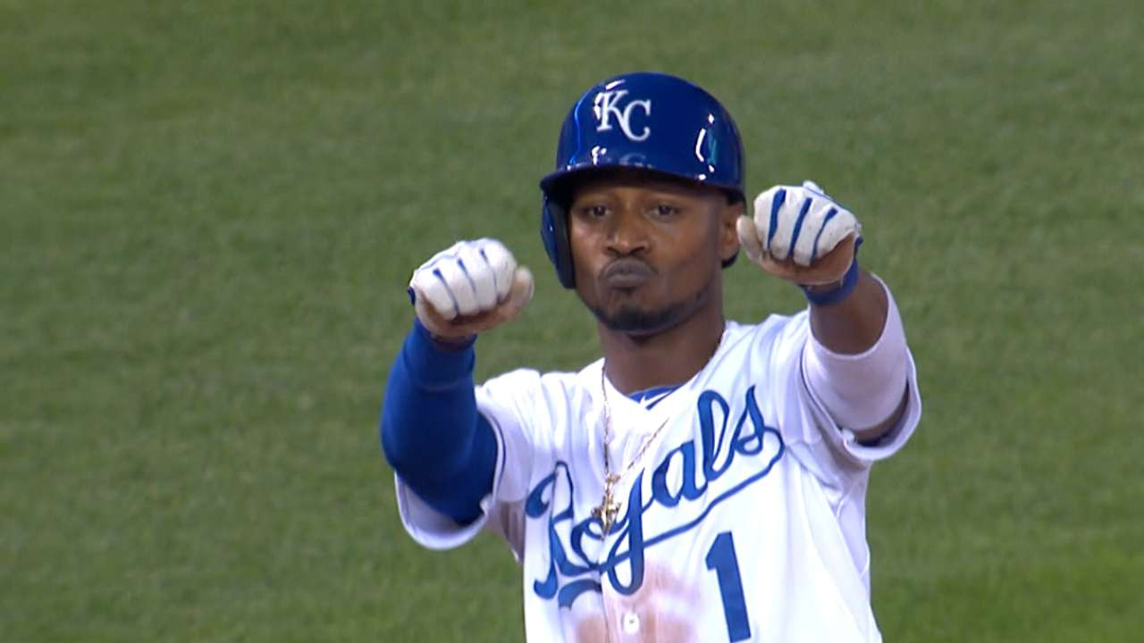 Royals' offense masters art of playing small ball