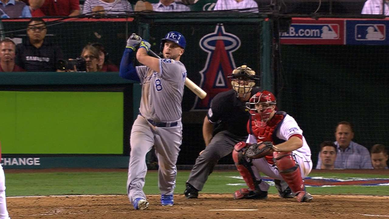 Moose's mash in extras powers Royals to Game 1 win
