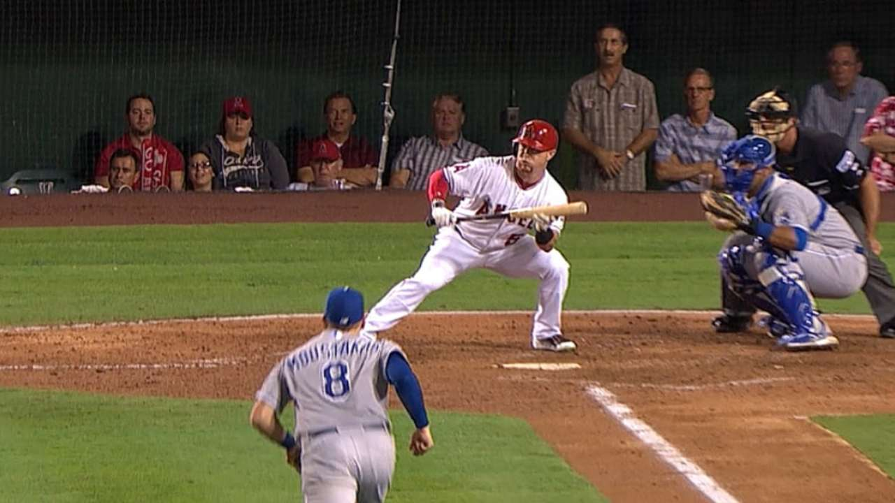 Moustakas doesn't second-guess himself on bunt