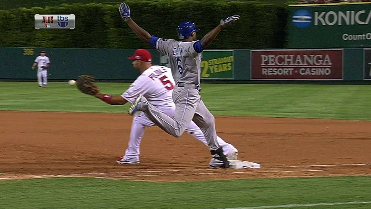 Cain beats out infield hit
