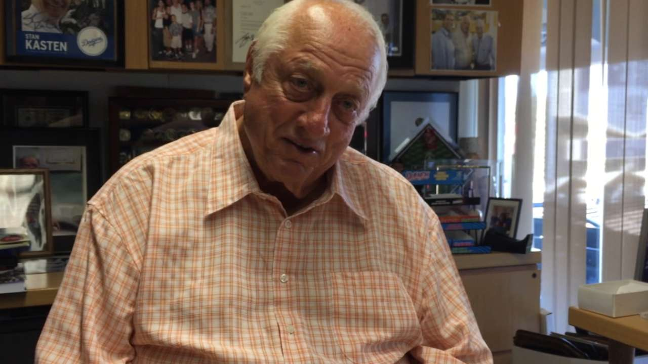 Lasorda receives Bob Feller Act of Valor Award