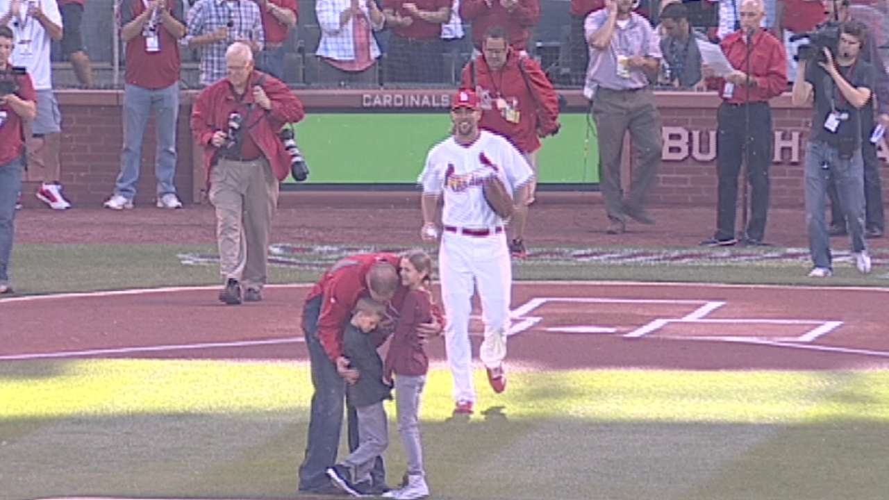 Former Cards star Rolen returns to throw first pitch
