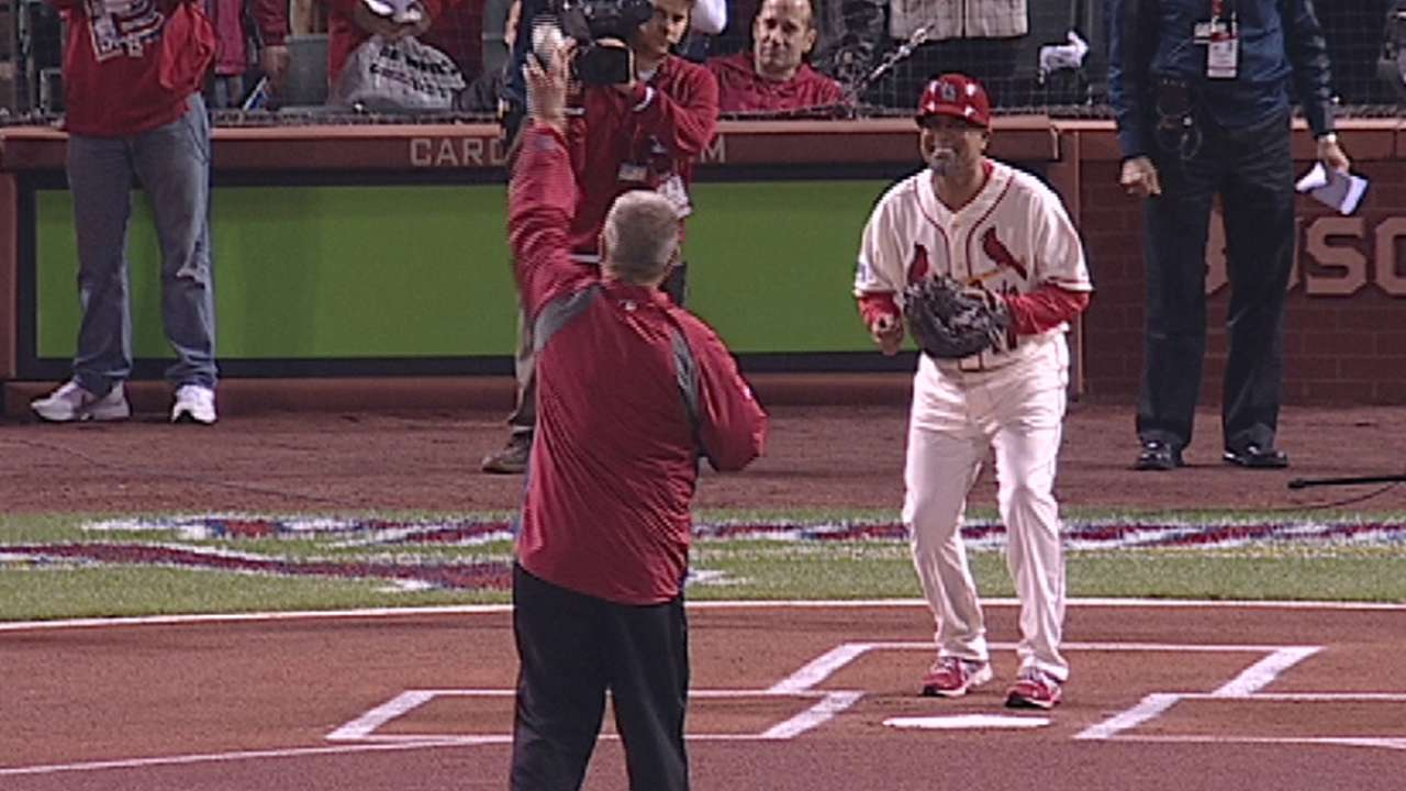 Herzog embraced by Cardinals' fans before first pitch