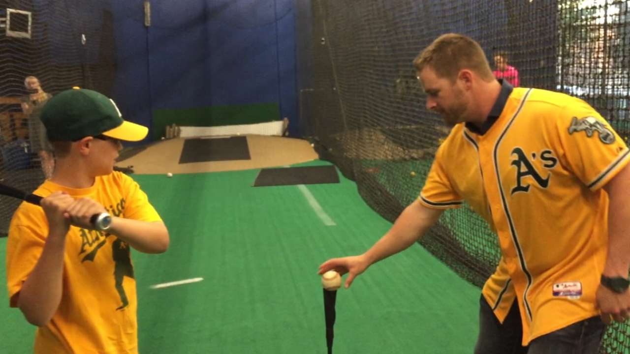 Meeting with young A's fan a treat for Vogt