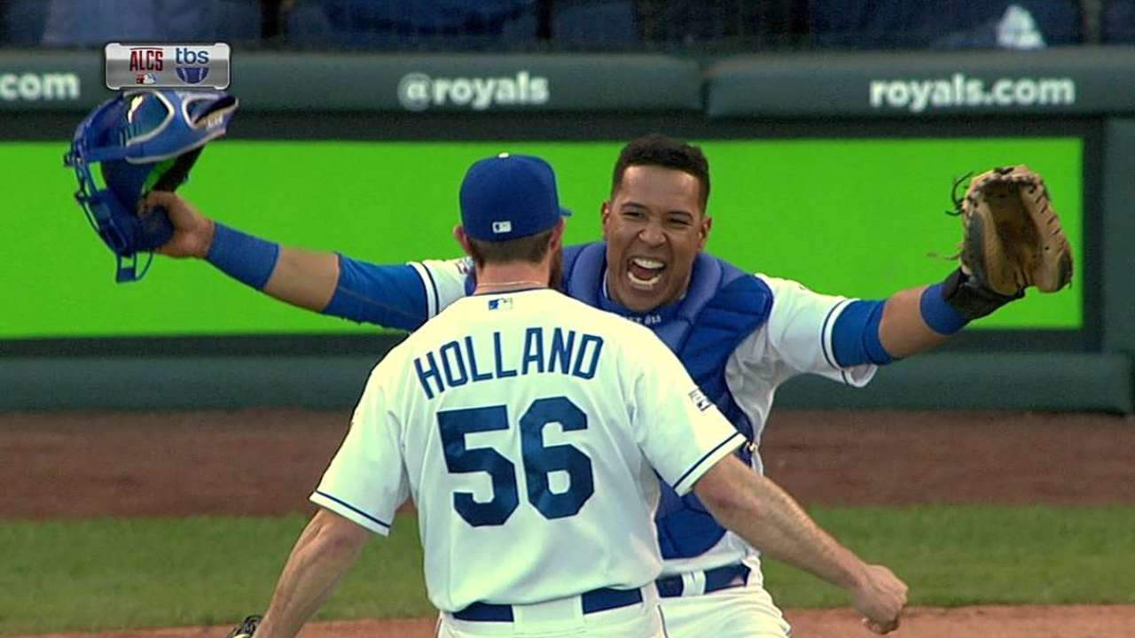 Royals come up big again playing small ball