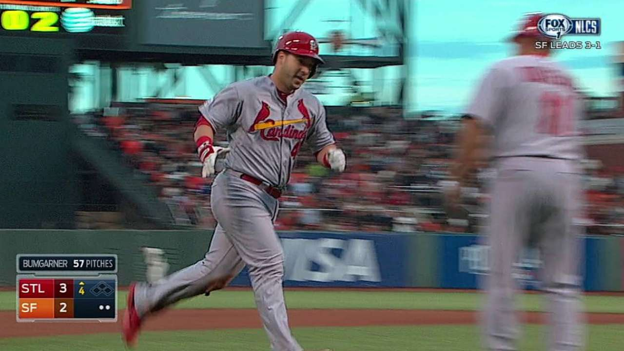 Cruz fills in admirably for ailing Molina in Game 5