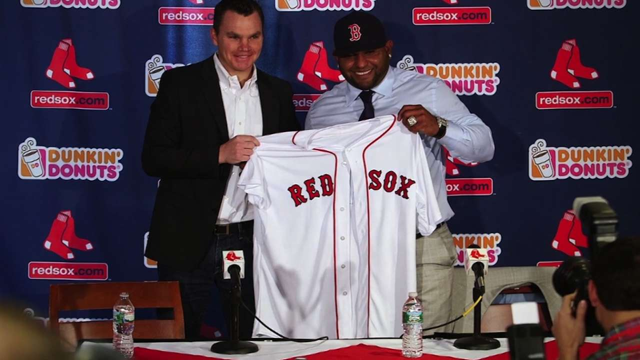 Sandoval joins Red Sox