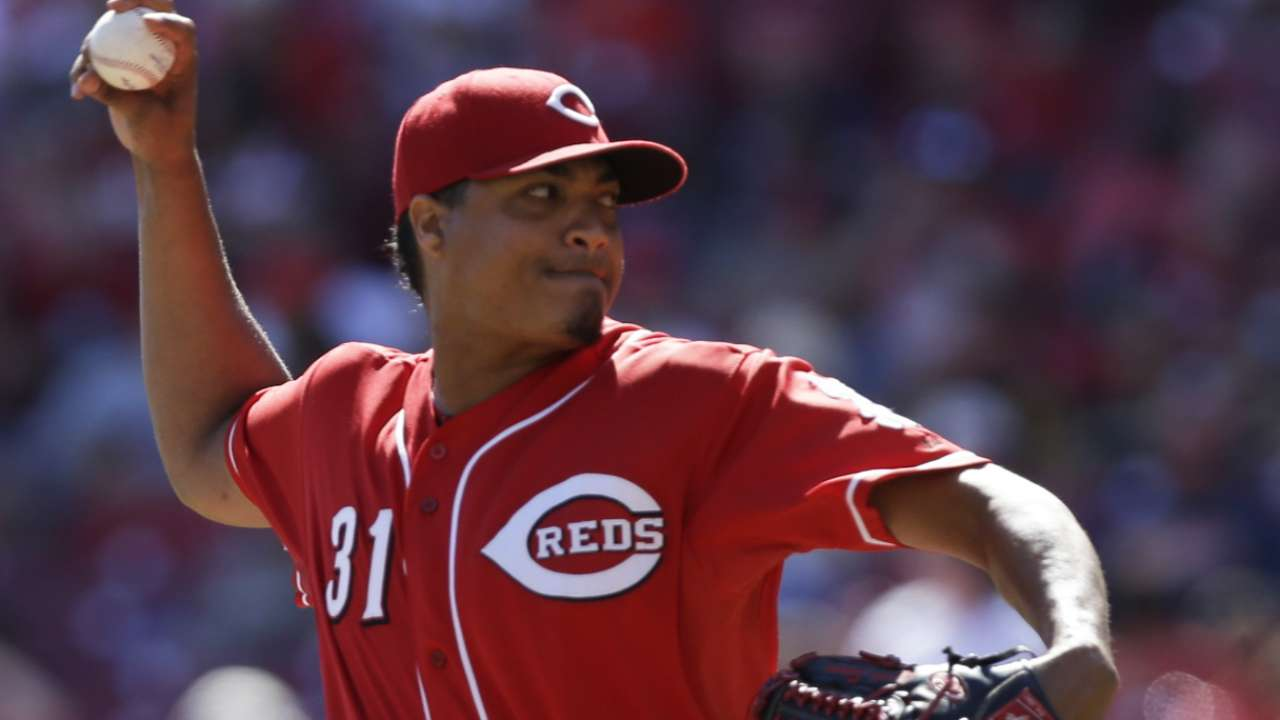 Tigers acquire Simon from Reds