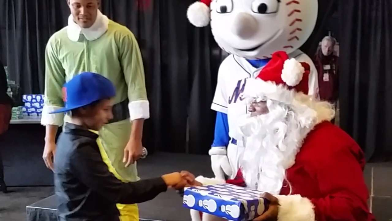 Mets host NYC kids for annual holiday party