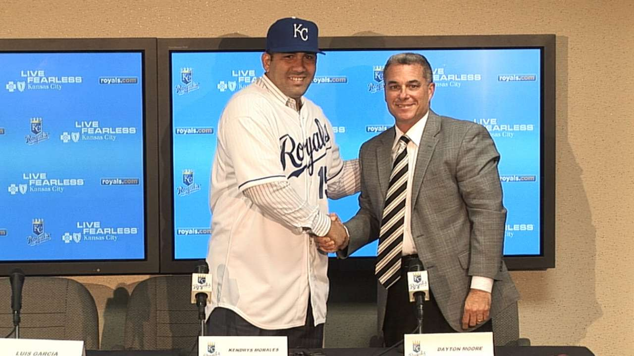 Royals introduce Kendrys Morales