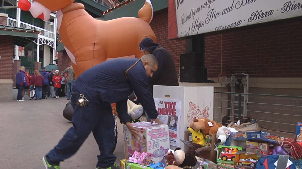 Chirinos family, Rangers take part in Toy Drive
