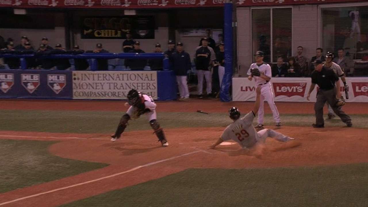 Fields' 6th-inning RBI single