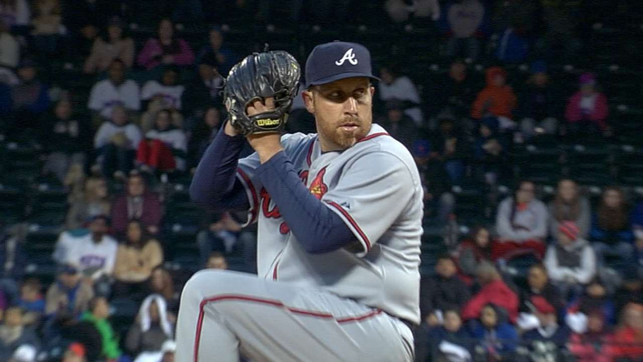 Phillies sign veteran Harang to one-year deal